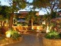 Columbia Beachotel - Gardens And Patios